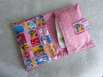 Handgefertigte kleine Windeltasche für Unterwegs aus rosa Baumwollstoff - Handarbeit kaufen