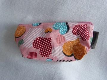 Minitäschchen aus Baumwollstoff rosa mit bunten Herzen