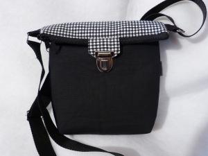 Kleine Umhängetasche mit Reißverschluss und Steckverschluß schwarz / weiß