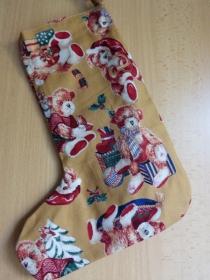 einfacher handgenähter Stiefel als Geschenkverpackung zur Weihnachtszeit Weihnachtsbärchen  - Handarbeit kaufen