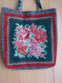 Wendetasche / Einkaufstasche aus Baumwollstoff - rote Rosen