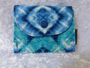 kleine Geldbörse aus Baumwollstoff mit Reißverschlussfach blau weißes Batikmuster - Handarbeit kaufen