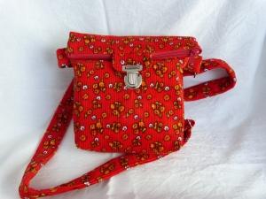 Kleine Umhängetasche mit Reißverschluss und Steckverschluß Cordstoff rot mit Blümchen - Handarbeit kaufen