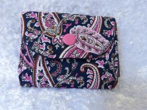 kleine Geldbörse aus Baumwollstoff mit Reißverschlussfach    Blau mit floralem Muster in rosa - Handarbeit kaufen