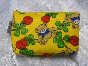 Kleine Kosmetiktasche aus Baumwollstoff gelb mit Bärchen, Marienkäfer ung Kleeblatt  - Handarbeit kaufen