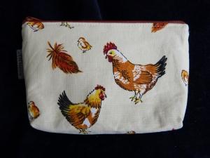Kleine Kosmetiktasche aus Baumwollstoff mit Huhn und Hahn - Handarbeit kaufen