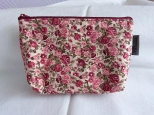 Kleine Kosmetiktasche aus Baumwollstoff hell mit roten und rosa Rosen - Handarbeit kaufen