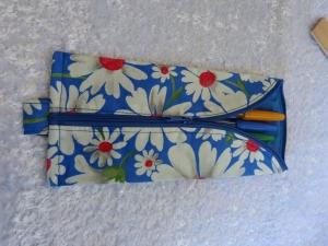 3-Eck-Täschchen Stiftemäppchen  Baumwollstoff blau mit weißen Margeriten - Handarbeit kaufen
