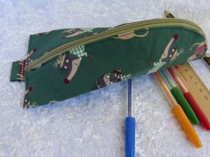 Stiftemäppchen  Baumwollstoff  grün mit lustigem Dackel und Mops - Handarbeit kaufen