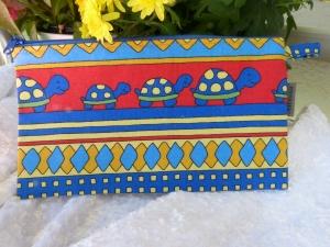 Schöne einfache Stiftetasche Baumwollstoff  bunt mit Schildkröte - Handarbeit kaufen
