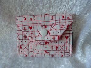 kleine Geldbörse aus Stoff mit Reißverschlussfach - weiß mit rotem Muster - Handarbeit kaufen