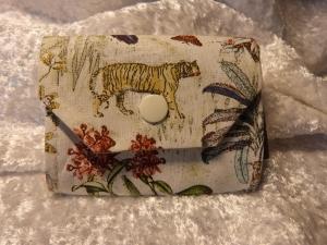 kleine Geldbörse aus Stoff mit Reißverschlussfach - Dschungel mit Tiger, Papagei und Blumen - Handarbeit kaufen