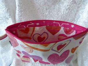 Kulturtasche Baumwollstoff  genäht - weiß mit rosa Herzen - Handarbeit kaufen
