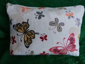 Kulturtasche aus Stoff genäht - helles beige mit bunten Schmetterlingen - Handarbeit kaufen