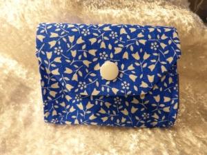 kleiner Geldbeutel von mir genäht und geliebt - blau mit weiß - Handarbeit kaufen