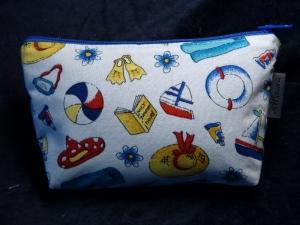 Kleine Kosmetiktasche aus Baumwollstoff Strand/Sommerutenislien auf weißem Grund - Handarbeit kaufen