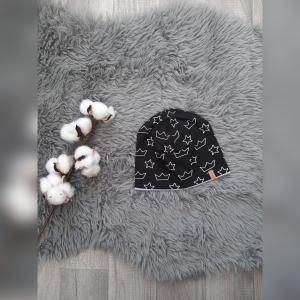 Mütze / Beanie / Wendebeanie Baby- KU39-42cm  - Jersey Kronen/Sterne schwarz  - Handarbeit kaufen