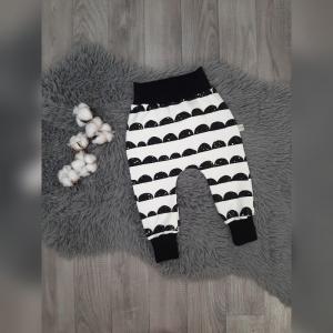 Pumphose / Mitwachshose / Babyhose Gr80 - Sweat Ruffles weiß/schwarz - Handarbeit kaufen