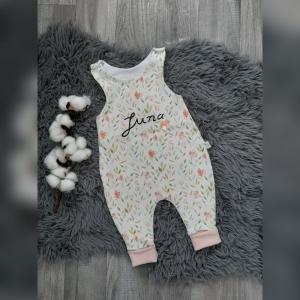 Newborn Strampler / Romper Baby - Gr44-68 - Jersey Blumen pastell mit Namen personalisiert  - Handarbeit kaufen