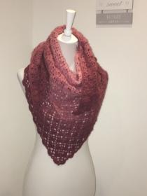 Dreiecktuch, Schal, kuschelig weich gehäkelt mit Farbverlauf rosa - Handarbeit kaufen