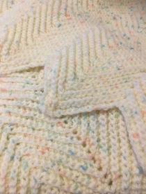 Baby-Decke kuschelig weich gehäkelt - Handarbeit kaufen