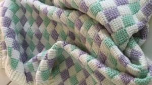 Baby Decke sehr flauschig weich, tunesisch gehäkelt - Handarbeit kaufen
