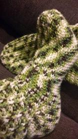 Socken gehäkelt mit Rippen grün meliert