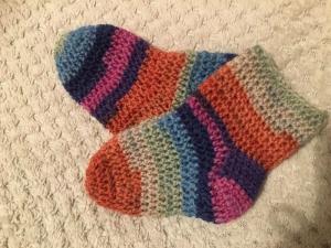 Baby - Socken gehäkelt in der  Größe 6 bis  9 Monate - Handarbeit kaufen