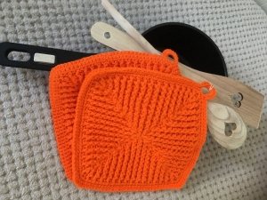 Gehäkelte Topflappen in einem tollen Orange - Handarbeit kaufen
