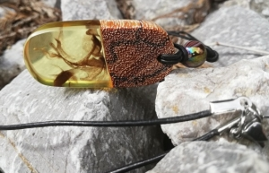 Kettenanhänger in gelb mit Marmorholz - Handarbeit kaufen