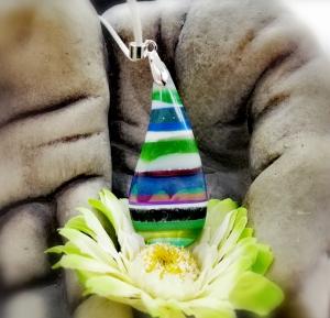 wunderschöner, farblich bunt gestalteter Anhänger mit Band - Handarbeit kaufen