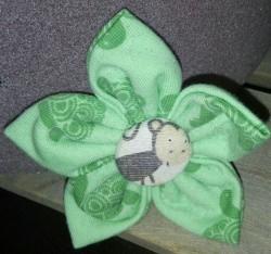 genähte grüne Blüten-Haar-Spange für gross und klein