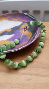grünes Katzenauge Armband mit Swarovski Kristallen
