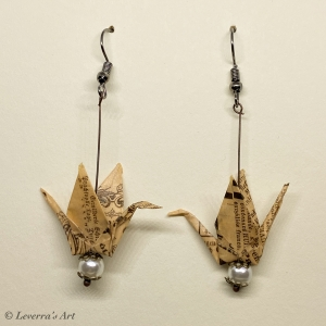Origami Kranich Ohrringe, Japanisch, Handgemacht Schmuck, Perfektes Geschenk, Buch seiten Papier, Book Lover - Handarbeit kaufen