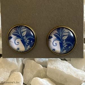 Cabochon Glas Ohrringe Ohrstecker 12mm,  Blau Weiß Blumig Porzellan Design, Bronzefarbenes Metall          - Handarbeit kaufen