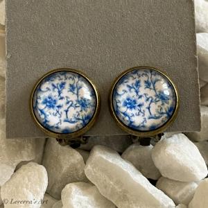 Cabochon Glas Ohrringe Ohrclips Ohrklemmen 12mm, Blumig Porzellan Design, Blau Weiß, Bronzefarbenes Metall    - Handarbeit kaufen