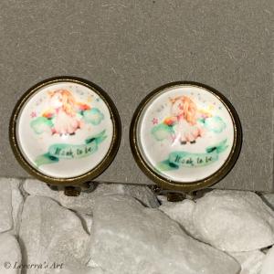 Cabochon Glas Ohrringe Ohrclips Ohrklemmen 12mm,  Einhorn Unicorn bunt Design, Bronzefarbenes Metall       - Handarbeit kaufen