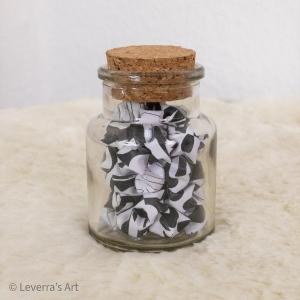 Origami Papier Sterne im Glas (S) mit Korken, handgemacht, Perfektes Geschenk, Tolle Dekoration, Schwarz Weiß