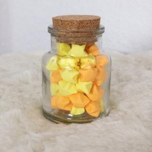 Origami Papier Sterne im Glas (S) mit Korken, handgemacht, Perfektes Geschenk, Tolle Dekoration, Gelb Orange  - Handarbeit kaufen