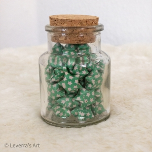 Origami Papier Sterne im Glas (S) mit Korken, handgemacht, Perfektes Geschenk, Tolle Dekoration, Sternchen muster, Grün - Handarbeit kaufen