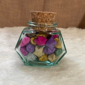 Origami Paper Stars in Glass Hexagonal with Cork, Handmade, Perfect Gift, Great Decoration, Glitzer bunt - Handarbeit kaufen