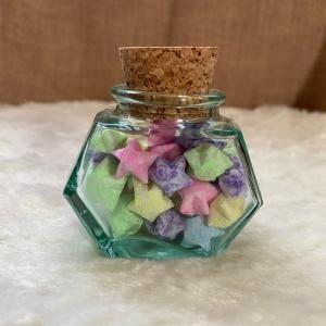 Origami Paper Stars in Glass Hexagonal with Cork, Handmade, Perfect Gift, Great Decoration, Leuchten im Dunkeln  - Handarbeit kaufen