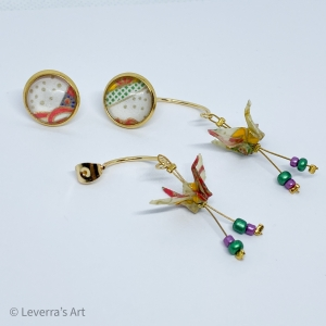 Handmade origami crane with cabochon earrings stud earrings made of origami paper, Weiß bunt - Handarbeit kaufen