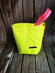 Neon gelber Projektbeutel für Sockenprojekte mit Blumen-Innenstoff - Handarbeit kaufen