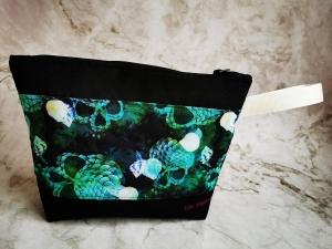 Projekttasche mit grünem Totenkopf für Strickarbeiten - Handarbeit kaufen