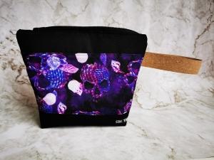 Projekttasche mit lila Totenkopf für Strickarbeiten  - Handarbeit kaufen