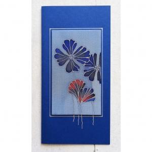 Grußkarte ohne Anlass, Seidenmalerei rote und blaue Blumen, für Frauen, für Männer - Handarbeit kaufen
