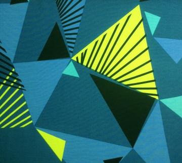 BIO Jersey Stoff Meterware mit geometrischen Dreiecken von lillestoff - blau