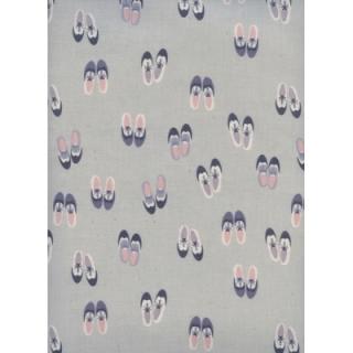 Baumwollstoff mit Schuhen  // Cotton and Steel Oxfords Rainy Day // Baumwolle Meterware Stoffe zum nähen // grau lila rosa - pro 0,5m