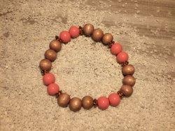 Handgemachtes Perlenarmband mit Gummi